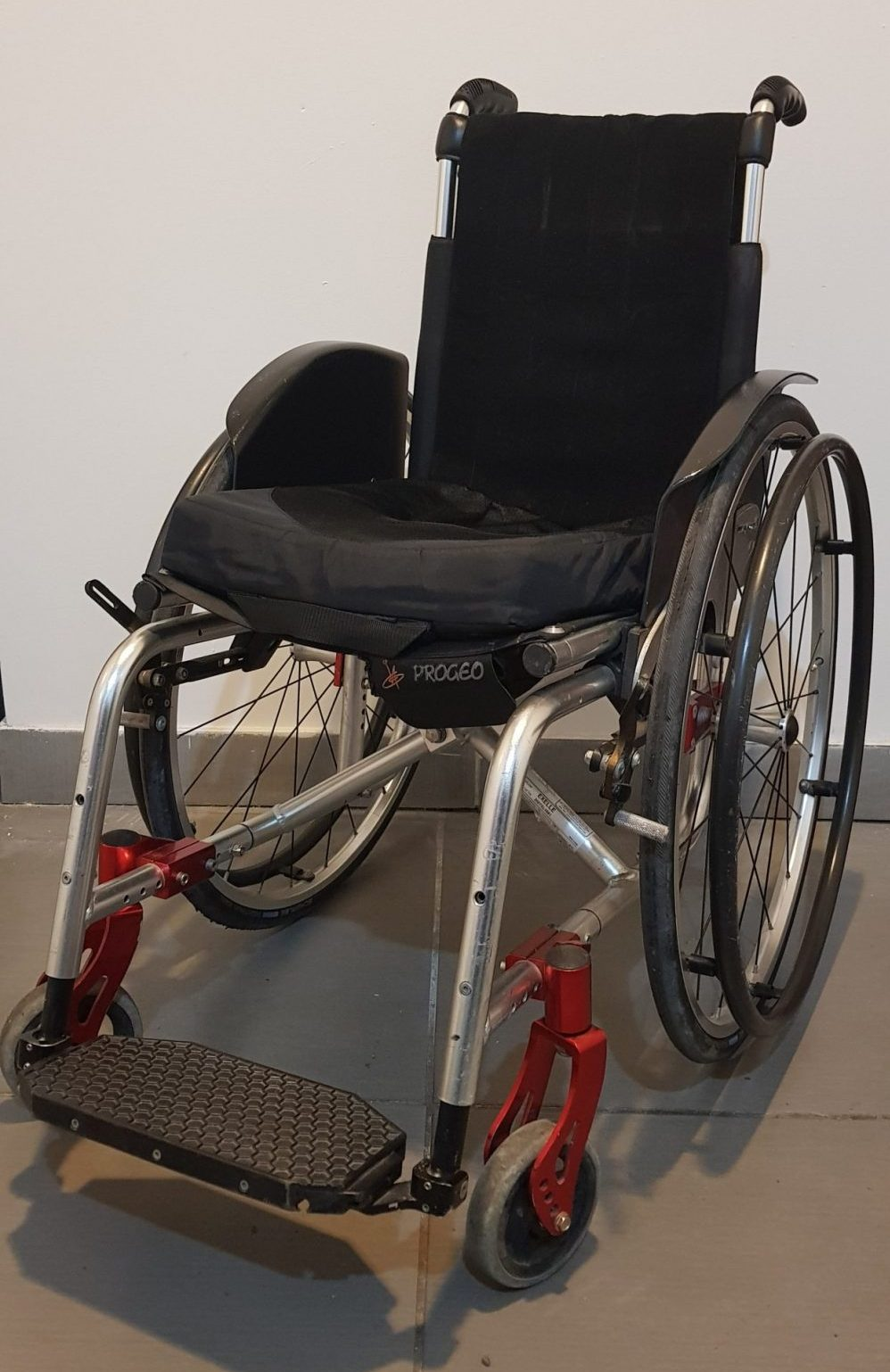 Lightweight wheelchair for rent in Rome